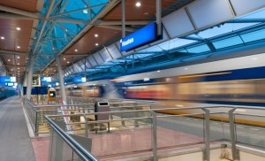Trein Station Houten bij nacht-5